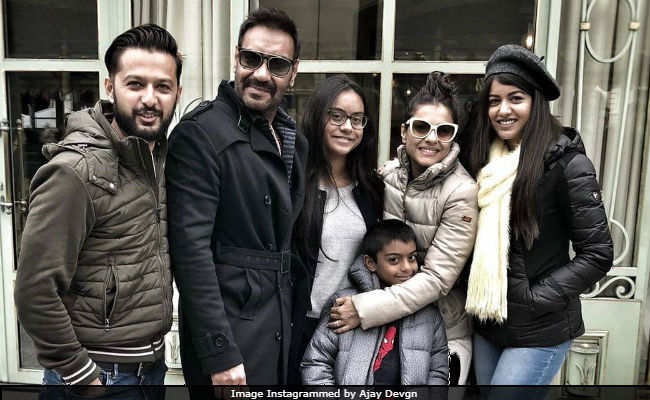 Photo of Ajay Devgan Celebrates 49th Birthday in Paris, See Celebration Photos