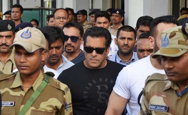Salman Khan Locked In Jail, The Crowd of Stars In Salman's House