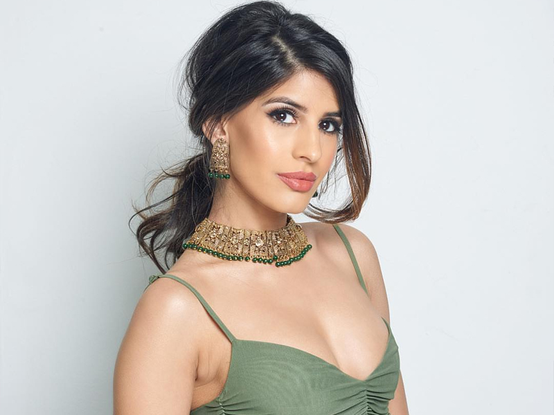Photo of Jasmin Walia, Age, Height, Biography, Boyfriend, Figure, Weight, Family, Photo, Wiki
