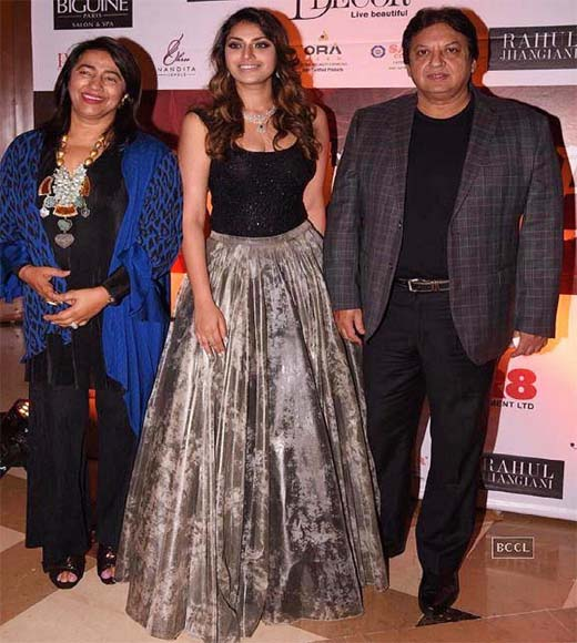 Anushka Ranjan With Her Parents, anushka ranjan parents