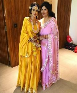 actress charu mother
